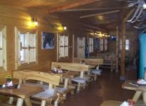 Reštaurácia pod lampášom stoly